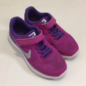 Girls Sz 1.5 Y Nike revolution 3 running sneakers